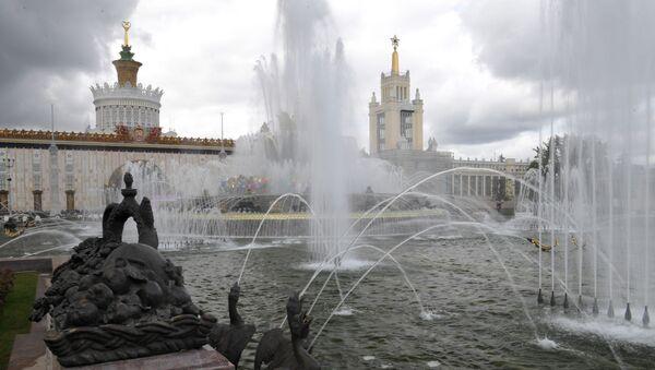 Фонтаны Центральной аллеи на ВДНХ в Москве - Sputnik Таджикистан