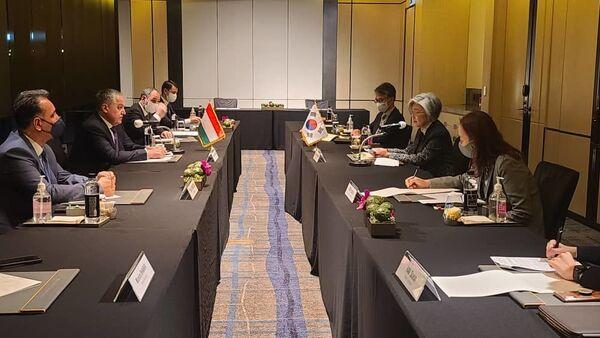 Встреча главы МИД РТ с министром иностранных дел Южной Кореи Канг Кюнг - Sputnik Тоҷикистон