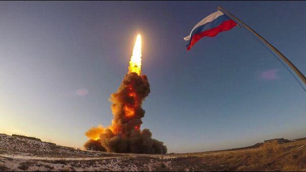 Очередной испытательный пуск противоракеты российской системы ПРО на полигоне Сары-Шаган - YouTube - Sputnik Таджикистан