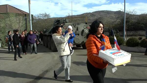 Путь к миру: как Россия помогает жителям Нагорного Карабаха - Sputnik Тоҷикистон