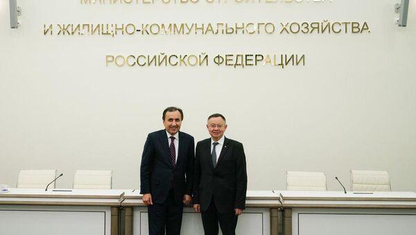 Министр строительства и ЖКХ России Ирек Файзуллин и посол Таджикистана Имомуддин Сатторов - Sputnik Таджикистан