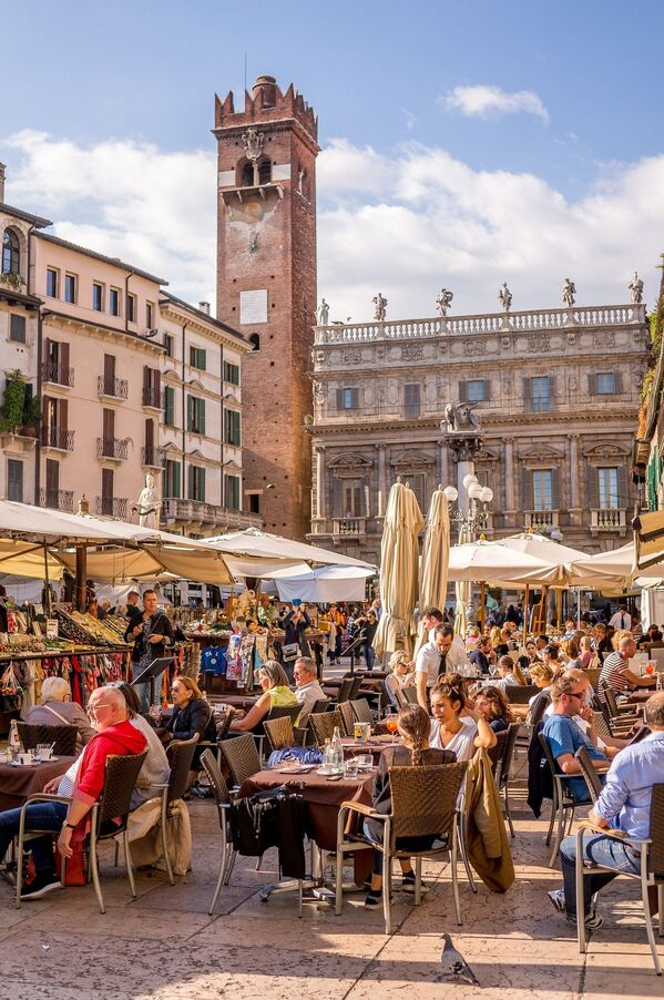 Уличный ресторан в Италии,  которая стала обладателем звания World's Leading Culinary Destination 2020 - Sputnik Таджикистан
