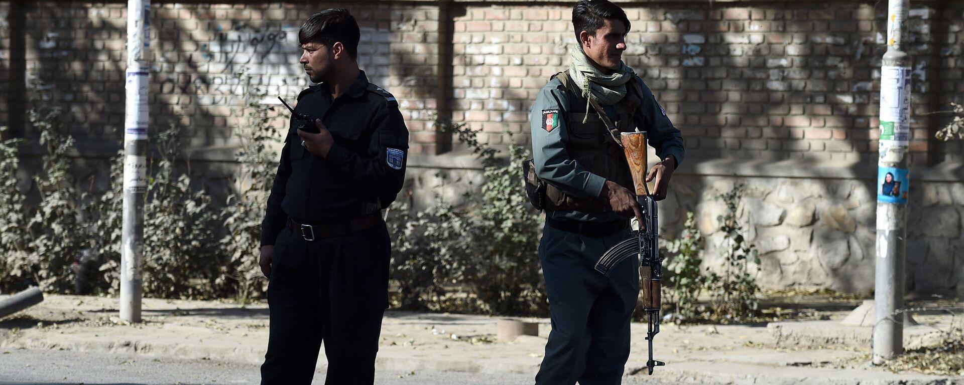 Полицейские стоят на страже возле Кабульского университета, архифное фото - Sputnik Тоҷикистон, 1920, 07.12.2020