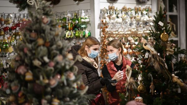 Продажа елочных игрушек и новогодних украшений - Sputnik Таджикистан