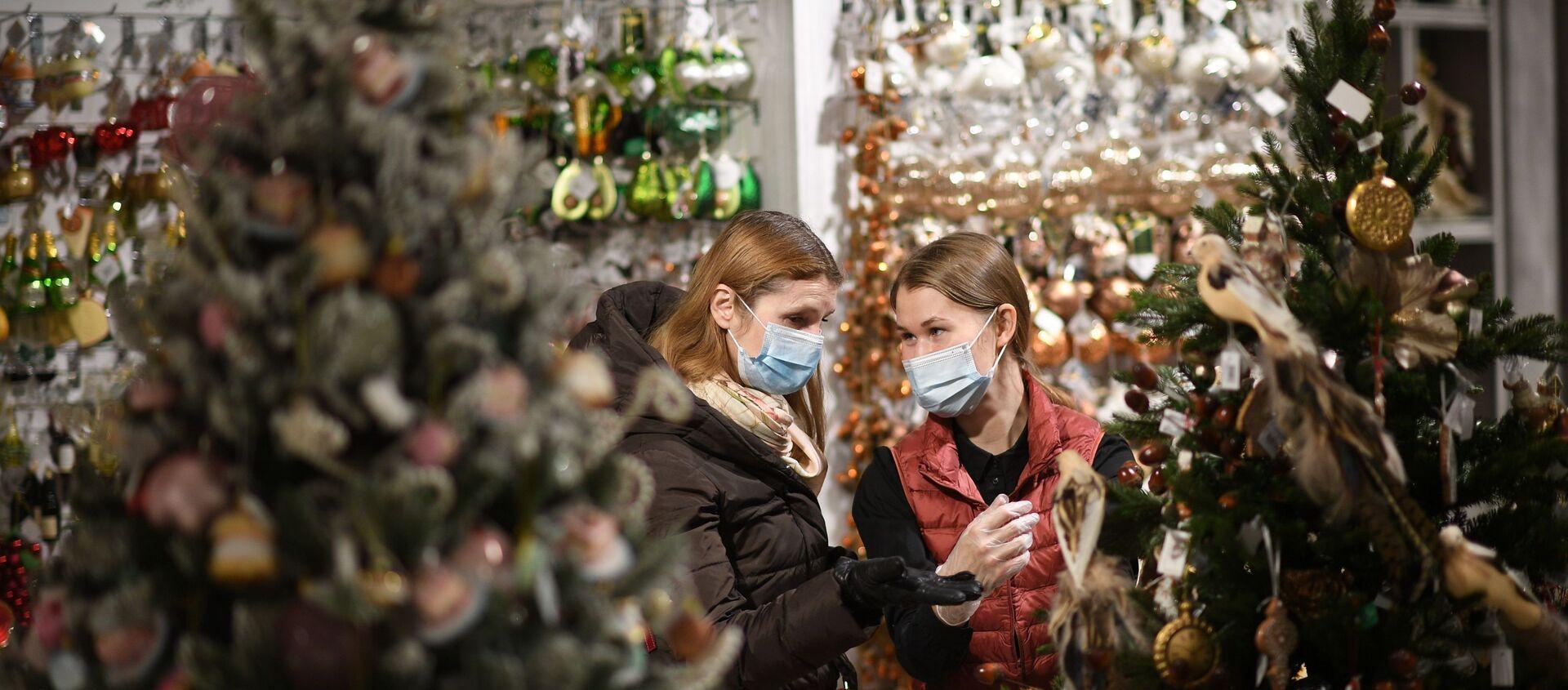 Продажа елочных игрушек и новогодних украшений - Sputnik Таджикистан, 1920, 03.12.2020
