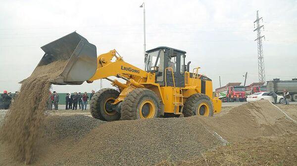 В Душанбе официально началось строительство автомобильной дороги от Западных ворот до махалли Чортут - Sputnik Таджикистан