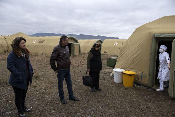 Прием пациентов на базе госпиталя развернутого Министерством обороны России на территории аэропорта в Степанакерте - Sputnik Таджикистан