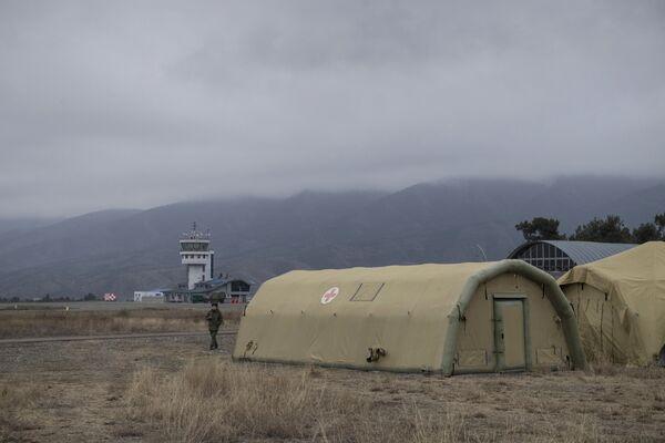 Госпиталь Министерства обороны России, развернутый на территории аэропорта в Степанакерте - Sputnik Таджикистан
