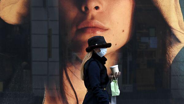 Девушка в маске - Sputnik Таджикистан