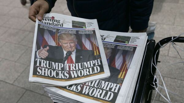 Фотография Дональда Трампа на обложке газеты - Sputnik Таджикистан