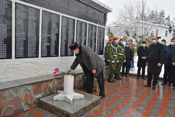 Открытие Мемориала участникам ВОВ в поселке Каратаг - Sputnik Таджикистан