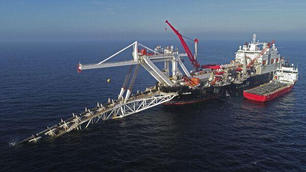 Cудно работает на шельфе Балтийского моря на газопроводе Nord Stream 2, архивное фото - Sputnik Тоҷикистон