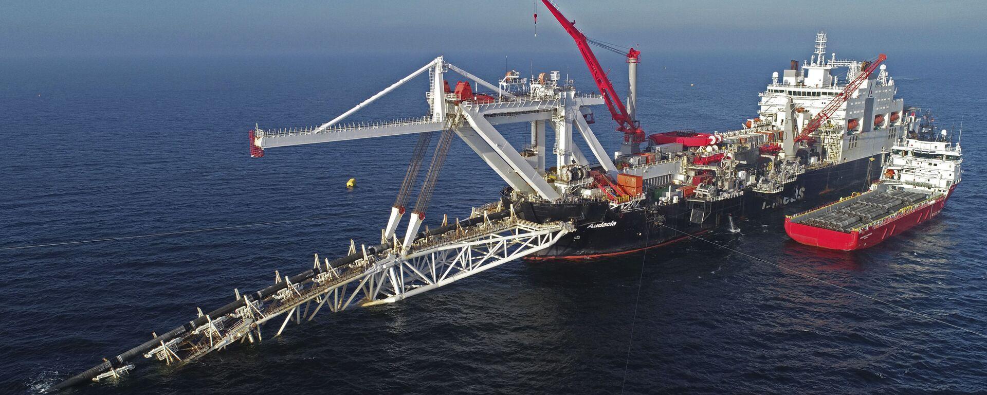 Cудно работает на шельфе Балтийского моря на газопроводе Nord Stream 2, архивное фото - Sputnik Тоҷикистон, 1920, 14.06.2021