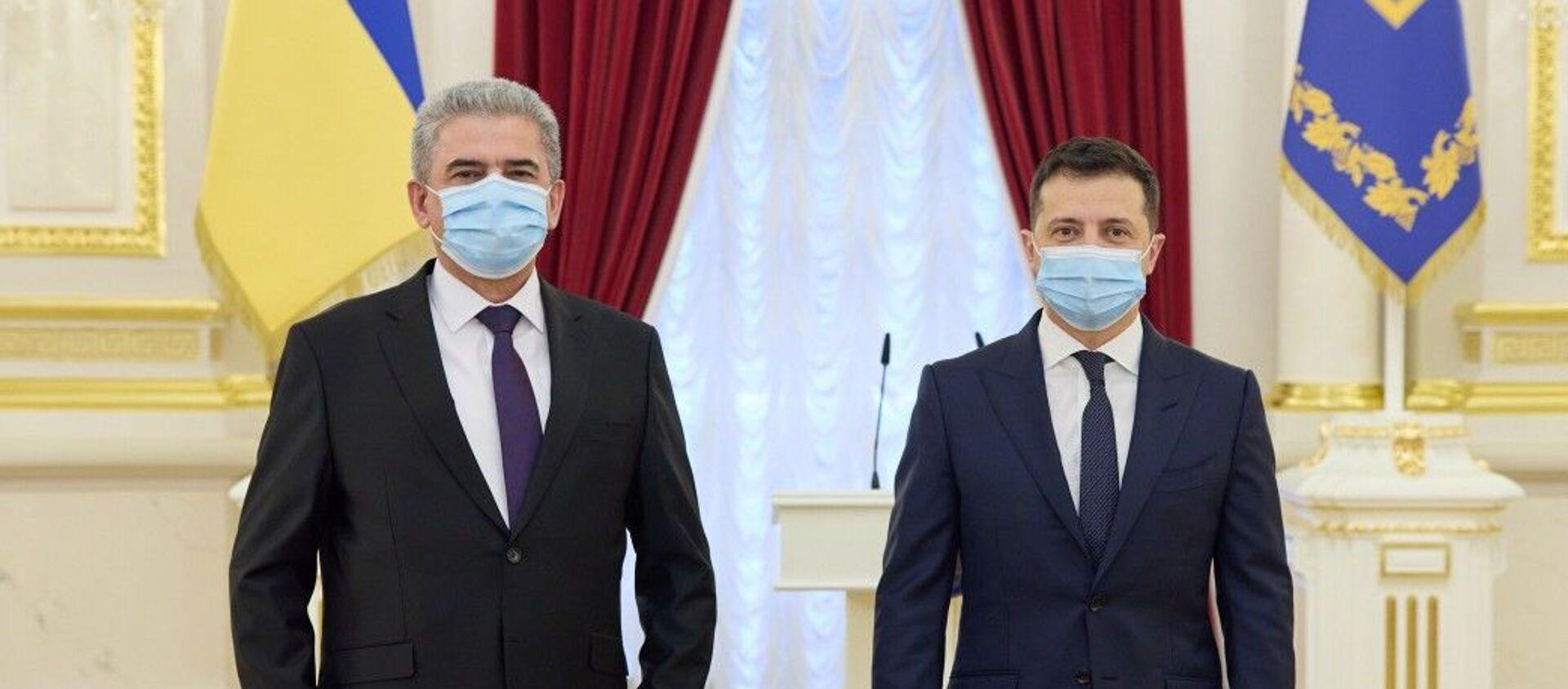 Президент Украины Владимир Зеленский и посол Таджикистана Хайдар Давлатали - Sputnik Таджикистан, 1920, 12.12.2020