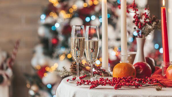 Праздничный новогодний стол  - Sputnik Таджикистан