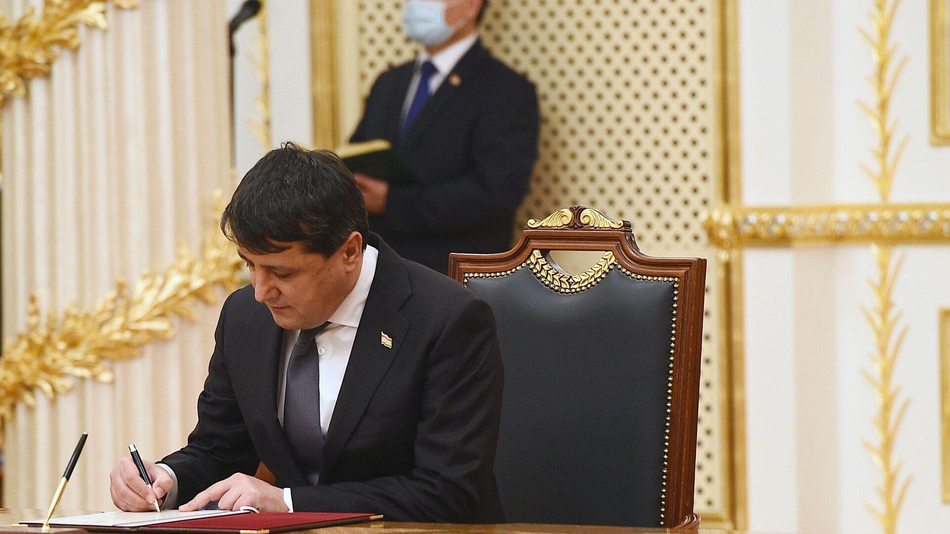 Шерали Кабир- министр промышленности РТ - Sputnik Таджикистан, 1920, 16.02.2021