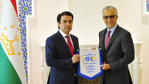 Президент АФК Шейх Салман бин Ибрагим Аль-Халифа и Рустами Эмомали - Sputnik Таджикистан