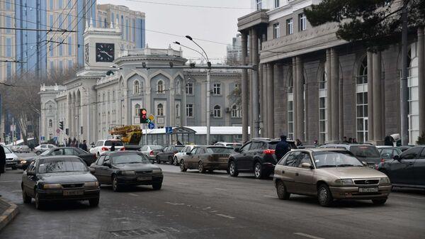 Автомобильная дорога в центре города Душанбе - Sputnik Тоҷикистон