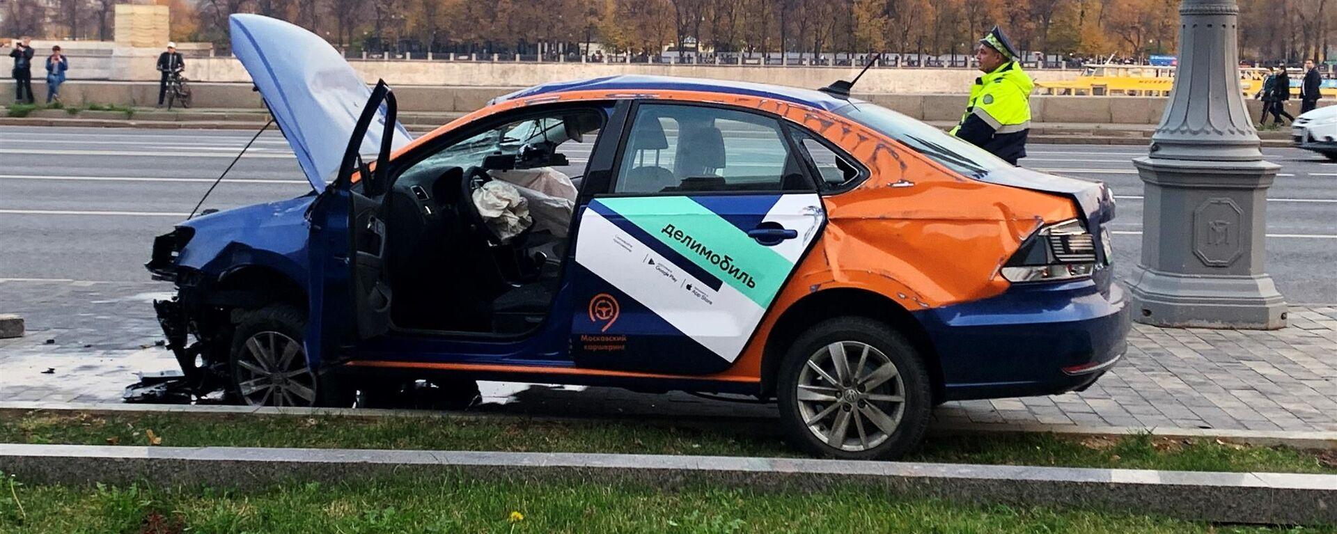 Каршеринговый автомобиль попал в ДТП  - Sputnik Таджикистан, 1920, 22.12.2020