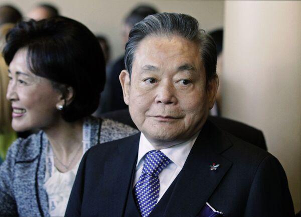 Председатель Samsung Ли Го Хи - Sputnik Таджикистан