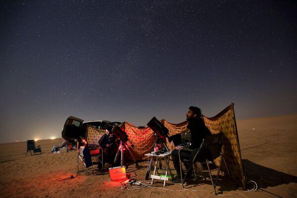 Наблюдение за соединением Юпитера и Сатурна в Кувейте  - Sputnik Таджикистан