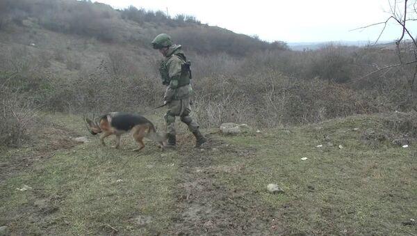 Разминирование северной окраины Степанакерта российскими саперами - YouTube - Sputnik Таджикистан