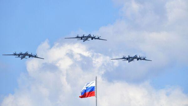 Стратегические бомбардировщики-ракетоносцы Ту-95МС - Sputnik Таджикистан