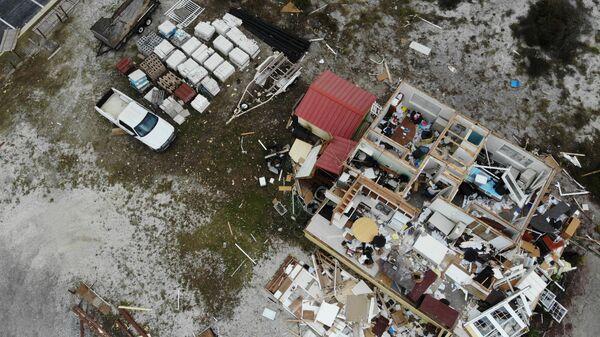 Разрушенный во время урагана Салли дом, США - Sputnik Таджикистан