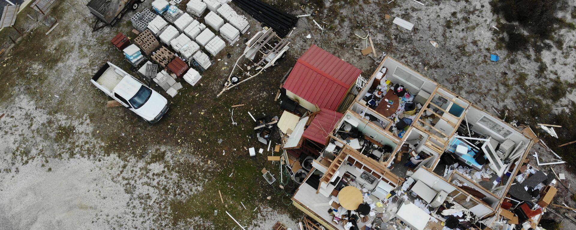Разрушенный во время урагана Салли дом, США - Sputnik Таджикистан, 1920, 23.07.2021