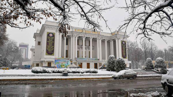 Душанбинский театр оперы и балета зимой - Sputnik Тоҷикистон