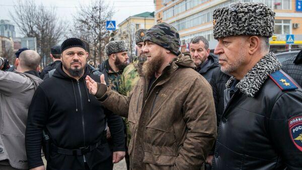 Глава Чеченской Республики Рамзан Кадыров на месте стрельбы в Грозном 28.12.2020 - Sputnik Тоҷикистон