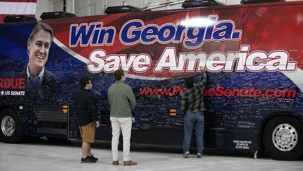 Предвыборная кампания сенатора Дэвида Пердью в Атланте, Джорджия  - Sputnik Таджикистан