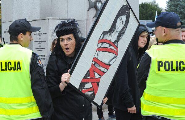Массовые акции протеста из-за запрета на аборты в Польше, сентябрь 2020 года - Sputnik Таджикистан