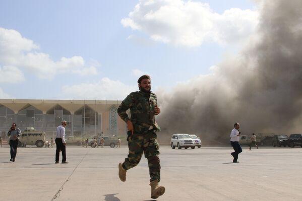 Теракт в аэропорту Адена в Йемене - Sputnik Таджикистан