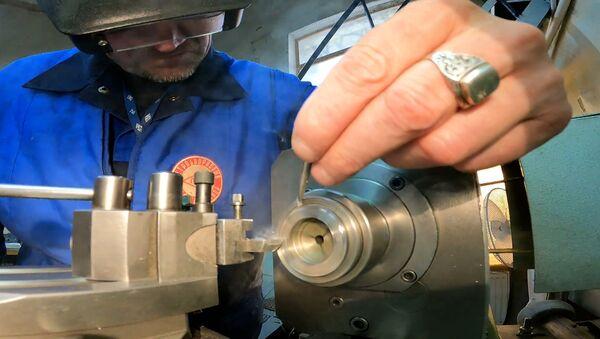Санкт-петербургский завод помогает восстанавливать часы собора Парижской Богоматери - Sputnik Таджикистан