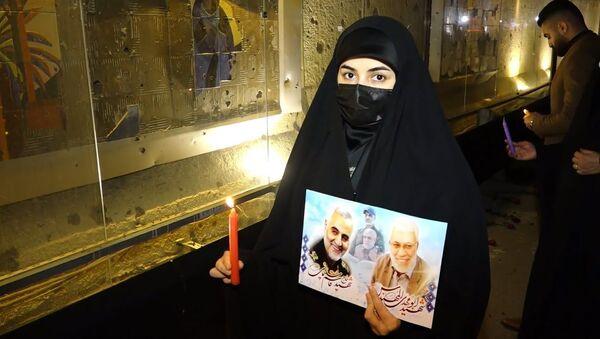 Сотни людей собрались у аэропорта Багдада в годовщину смерти Сулеймани: видео - Sputnik Таджикистан
