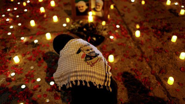 Женщина на первой годовщине со дня смерти иранского командира Касема Сулеймани и иракского командира Абу Махди аль-Мухандис в Багдаде - Sputnik Таджикистан
