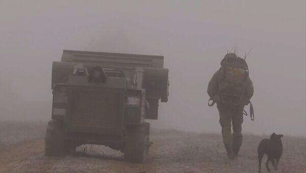 Нагорный Карабах: Российские миротворцы продолжают разминирование Степанакерта - Sputnik Тоҷикистон