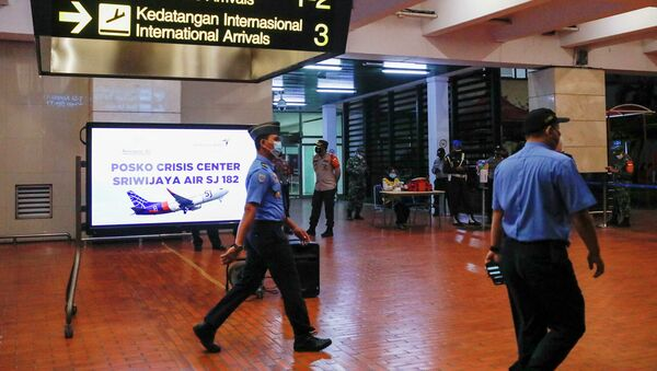 Крушение Boeing 737 в Индонезии: трансляция спасательной операции - Sputnik Таджикистан