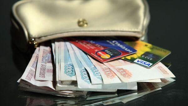 Купюры разного номинала и разной валюты. Рубли и евро. - Sputnik Тоҷикистон