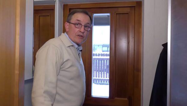 «Изъяли даже то, что не нужно было»: задержанный в Латвии русскоязычный журналист Андрей Яковлев - YouTube - Sputnik Таджикистан