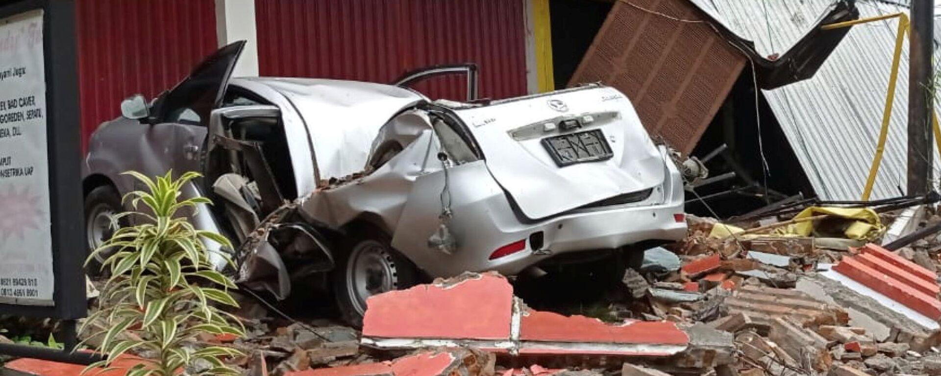 Последствия землетрясения в городе Мамаджу, Индонезия - Sputnik Таджикистан, 1920, 10.07.2021