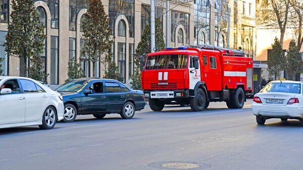 Пожарная машина в Душанбе - Sputnik Тоҷикистон