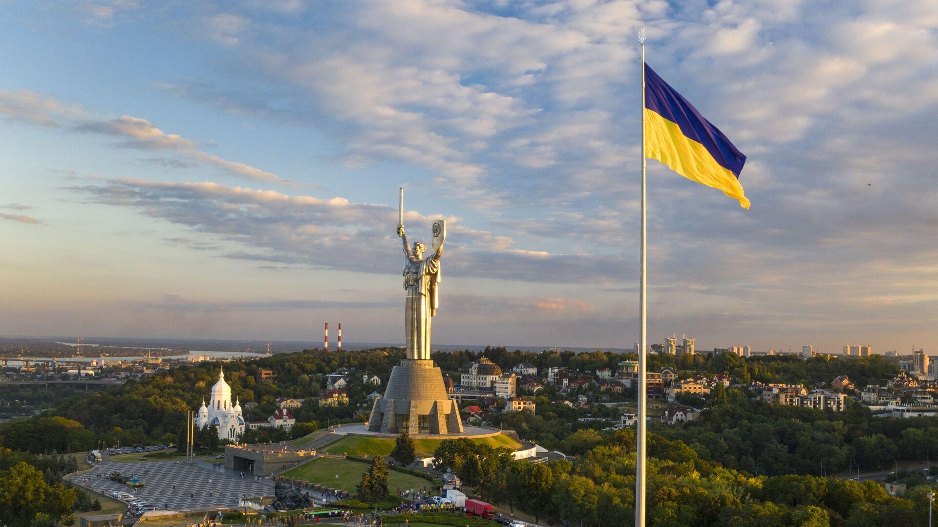 Самый большой флаг Украины - Sputnik Таджикистан, 1920, 26.06.2021