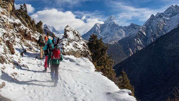 Туристы в горах - Sputnik Таджикистан