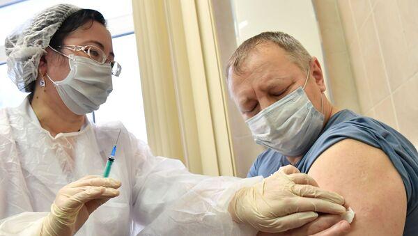 Вакцинация от COVID-19 в Москве - Sputnik Тоҷикистон