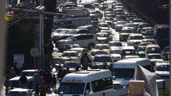 Автомобильная пробка на дороге в Душанбе - Sputnik Таджикистан