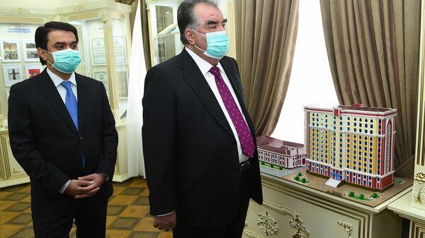 Президент Республики Таджикистан Эмомали Рахмон на открытии музея в ТНУ - Sputnik Тоҷикистон