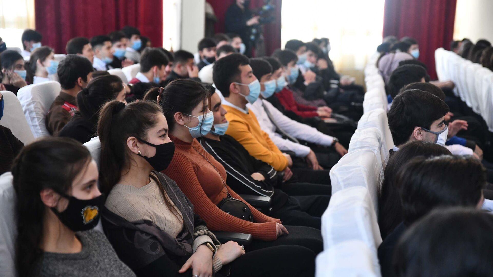 Молодежный медиафорум в честь Дня студента прошел в филиале МГУ в Душанбе - Sputnik Таджикистан, 1920, 20.08.2021