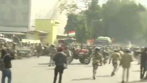 Протесты в Нью-Дели, есть погибшие - YouTube - Sputnik Тоҷикистон